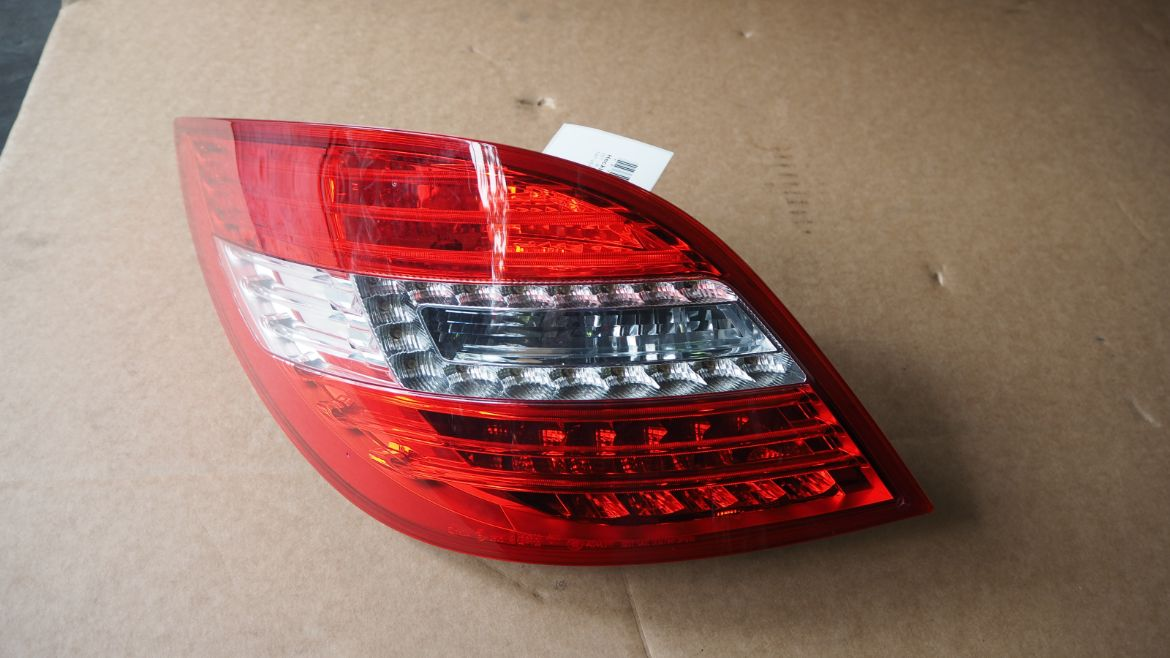 MERCEDES BENZ W251 R400 4MATIC 2017 TAIL LAMP RIGHT & LEFT