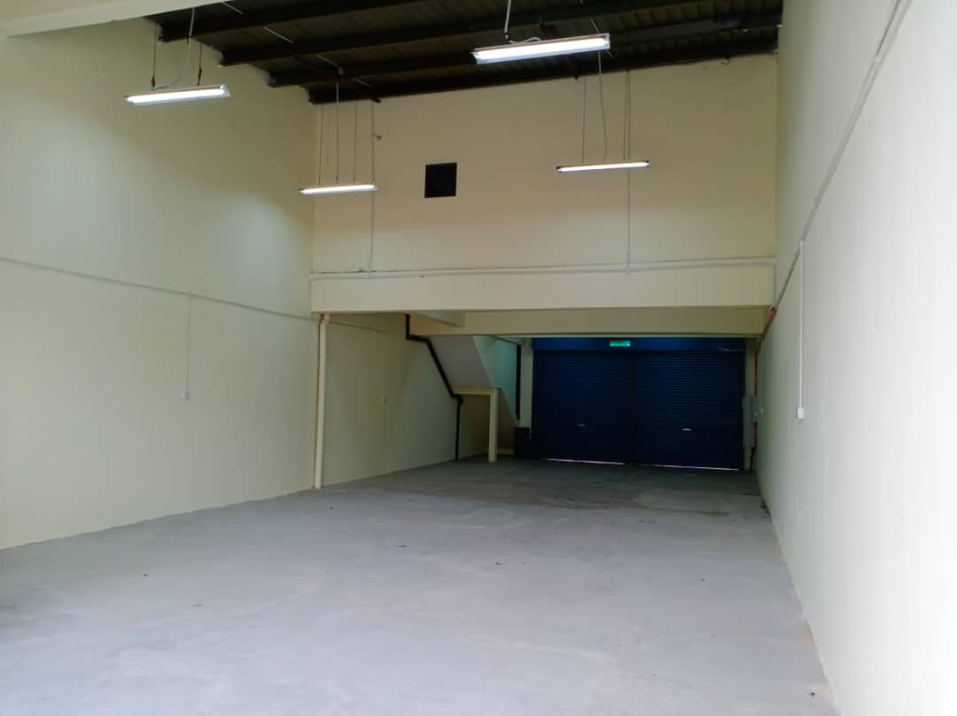 1.5 Storey Factory /Warehouse front LDP, Taman Perindustrian Puchong Utama 1/1 for rent