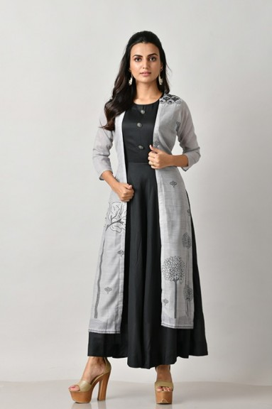 Get beautiful collection of Indian Kurtis online from Rangoliindia