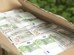 Dollars and Euros for sell and Exchange